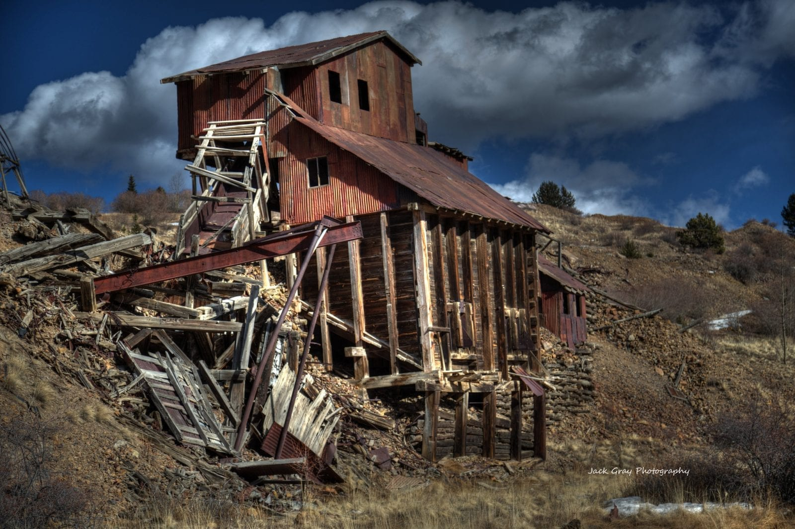 Image of a collapsing structure in the ghost town of Goldfield in Colorado