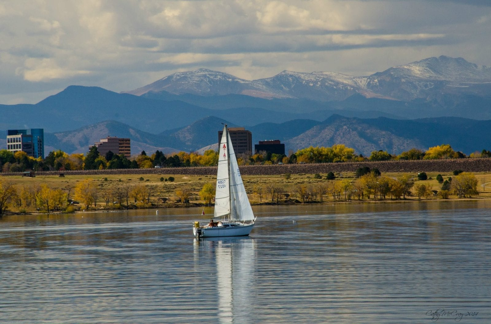Image of a sailboat on the Cherry Creek Reservoir