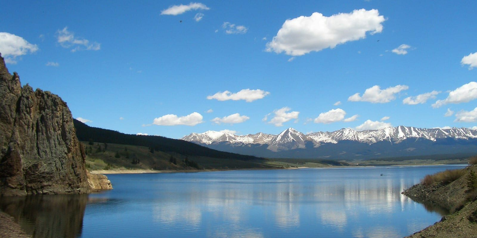 Image of the Taylor River with mountains in the background in Colorado