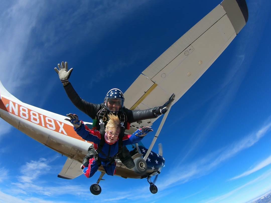 Petualangan Skydiving Tertinggi, Delta