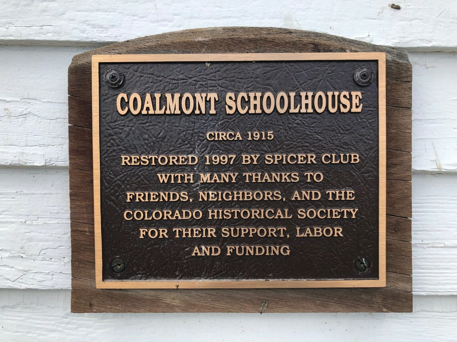 Image of the Coalmont ghost town's schoolhouse sign in Colorado