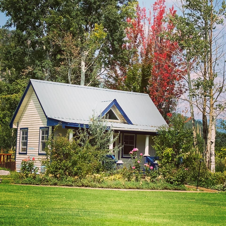 image of cottage at apple orchard inn