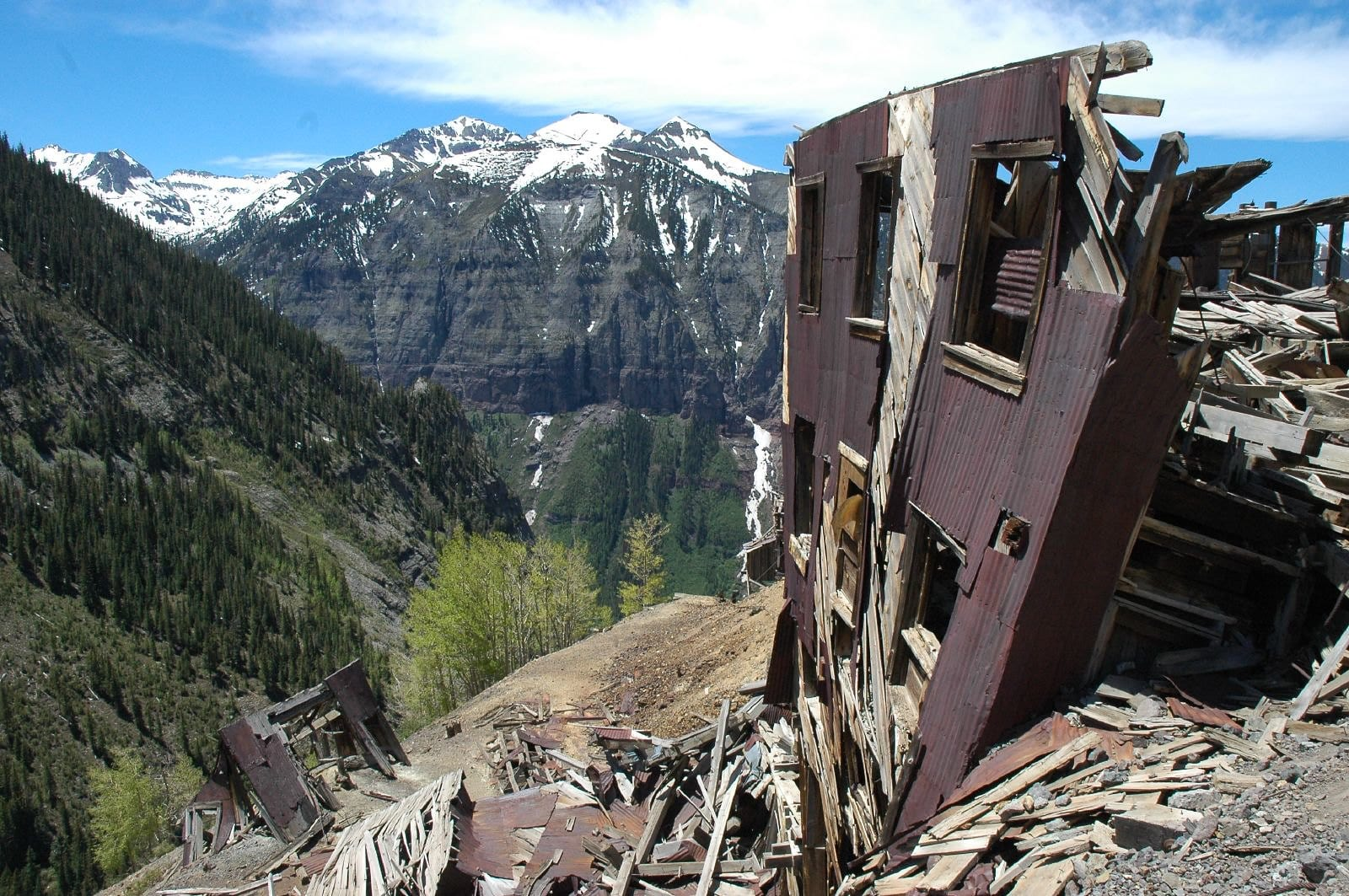 Image of a collapsing building in Tomboy, Colorado