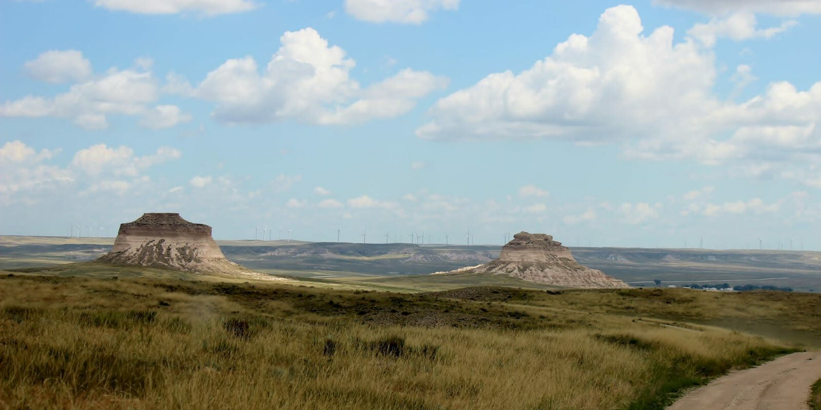 Image of Pawnee Buttes in Colorado on a partially cloudy day