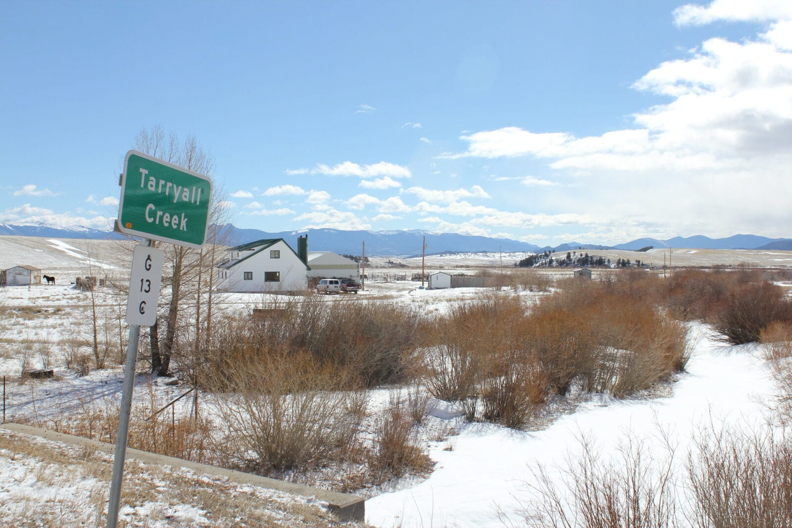 Image of a sign denoting the Tarryall Creek in Colorado