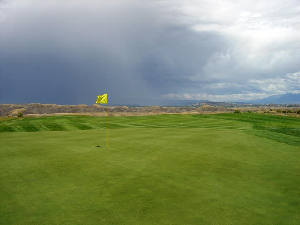 gambar lapangan golf jempol setan