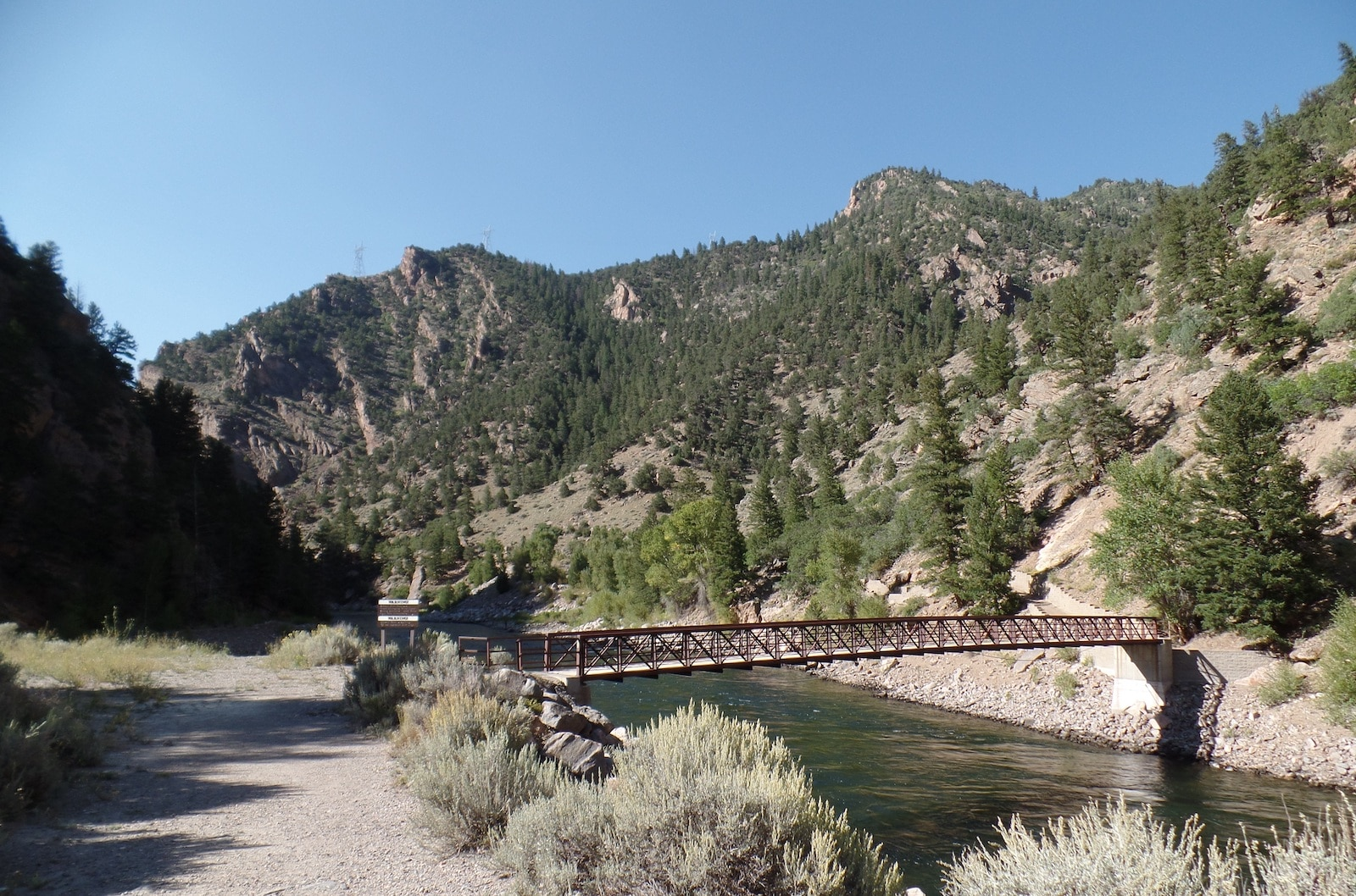 Mendaki Area Rekreasi Nasional Mesa Trail Curecanti