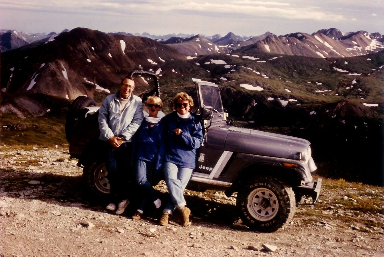 Image of people jeeping on the Imogene Pass in Colorado