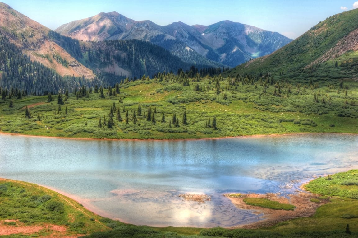 Image of Taylor lake and La Plata Moutains on the Kennebec Pass