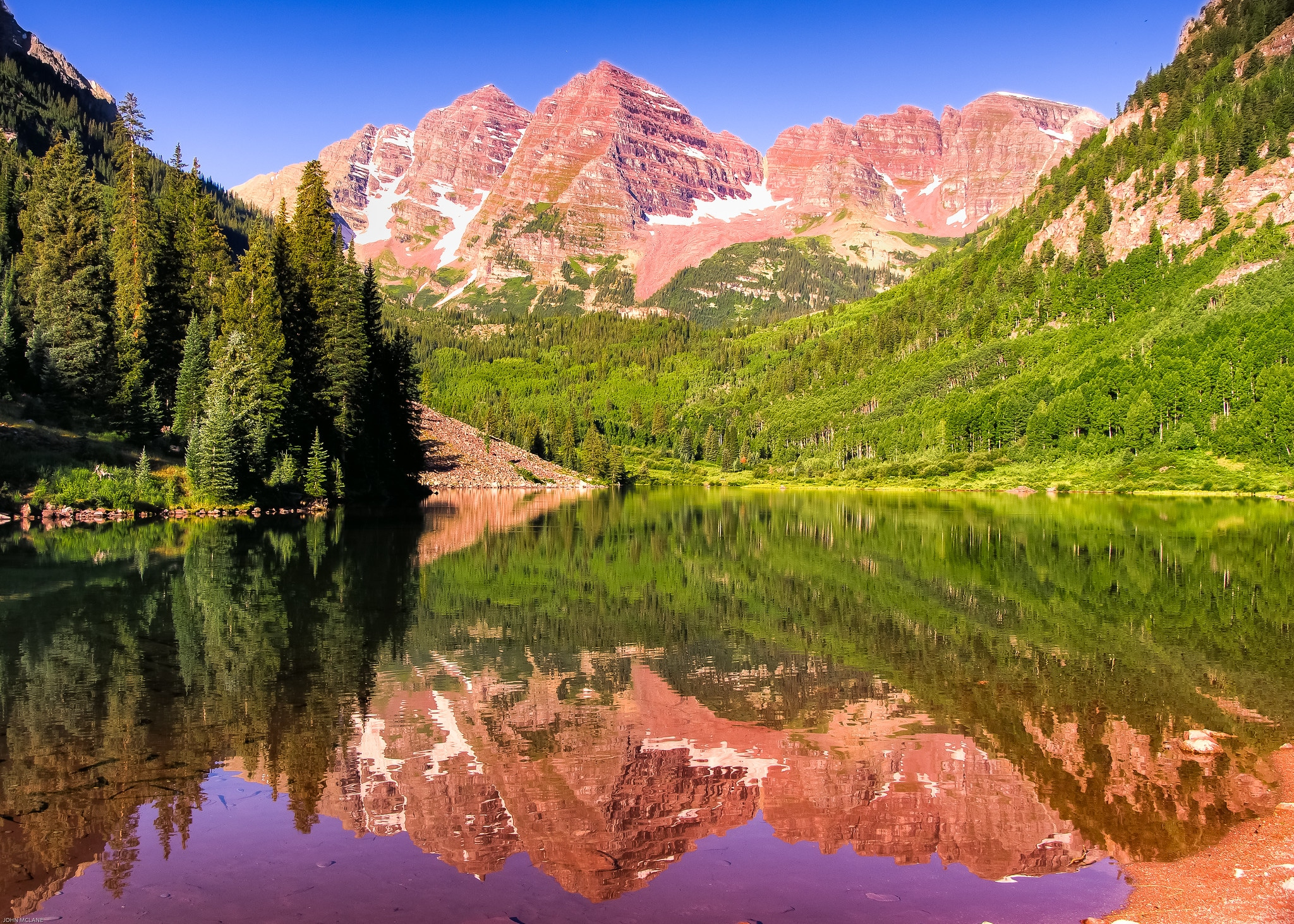 image of the maroon bells