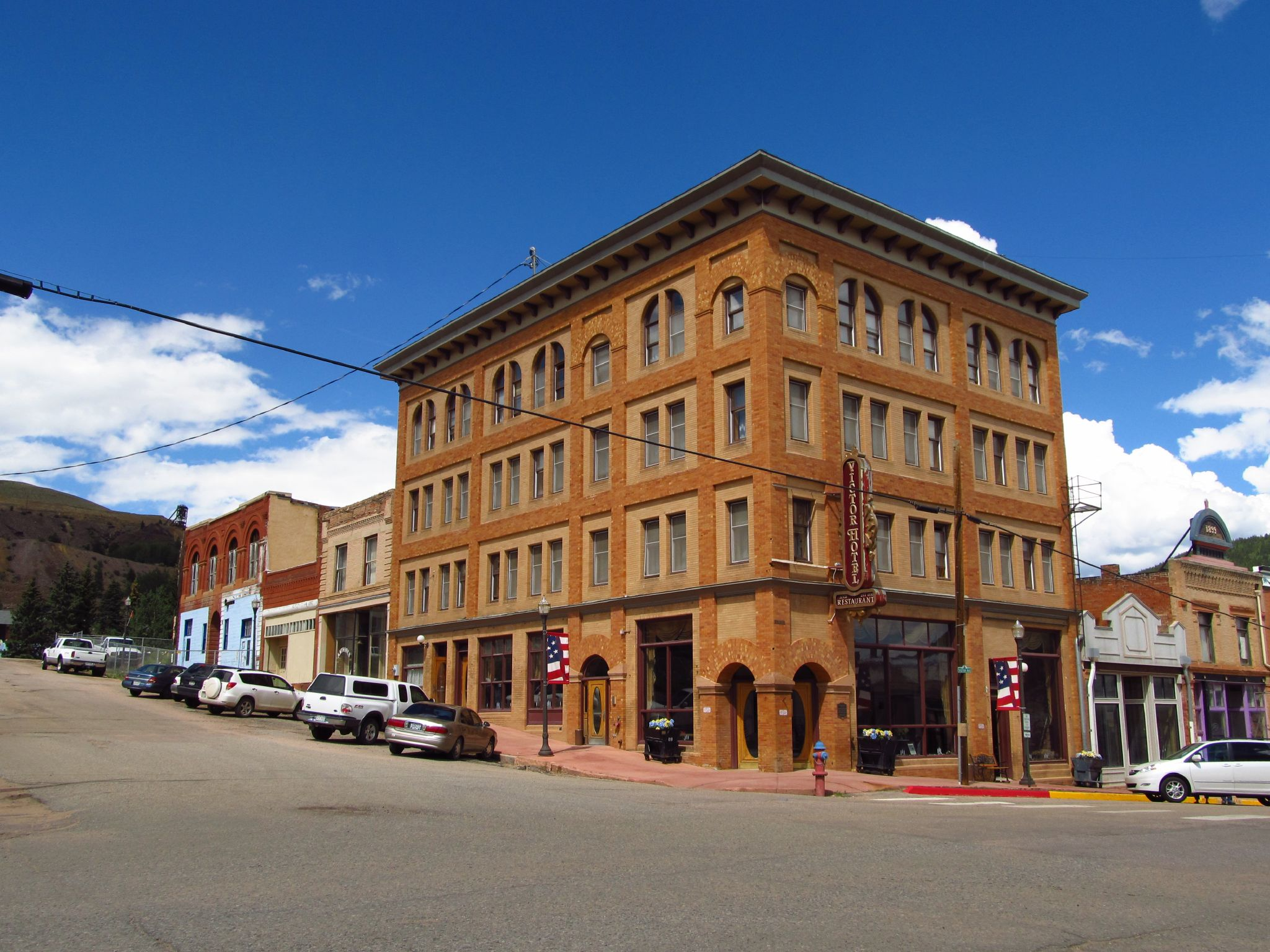 image of the victor hotel