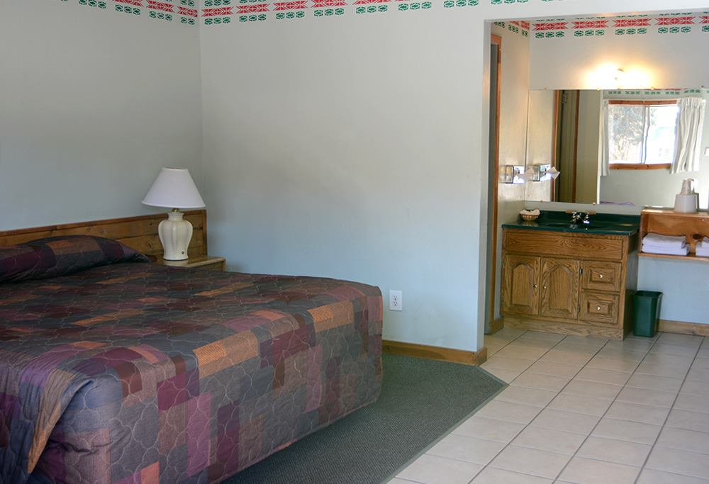 image of dolores mountain inn room