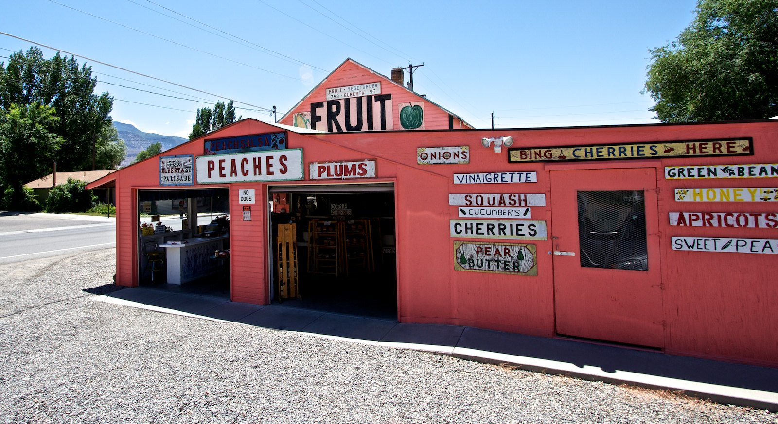 Image of a produce market on the Fruit & Wine Scenic Byway in Palisade, Colorado