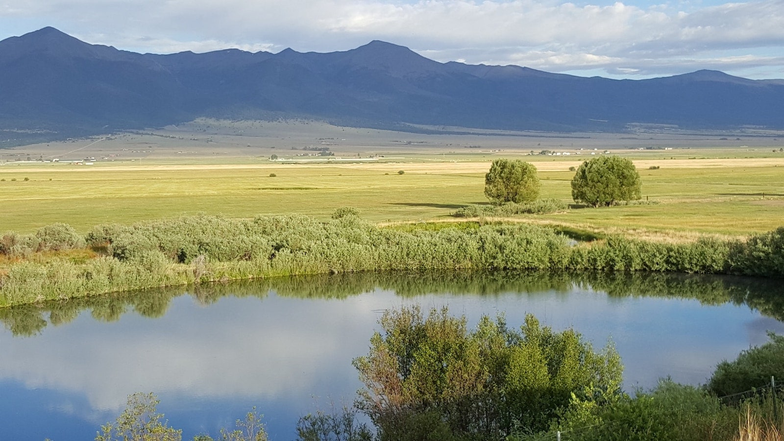 Image of a lake at the bluff in westcliffe, colorado