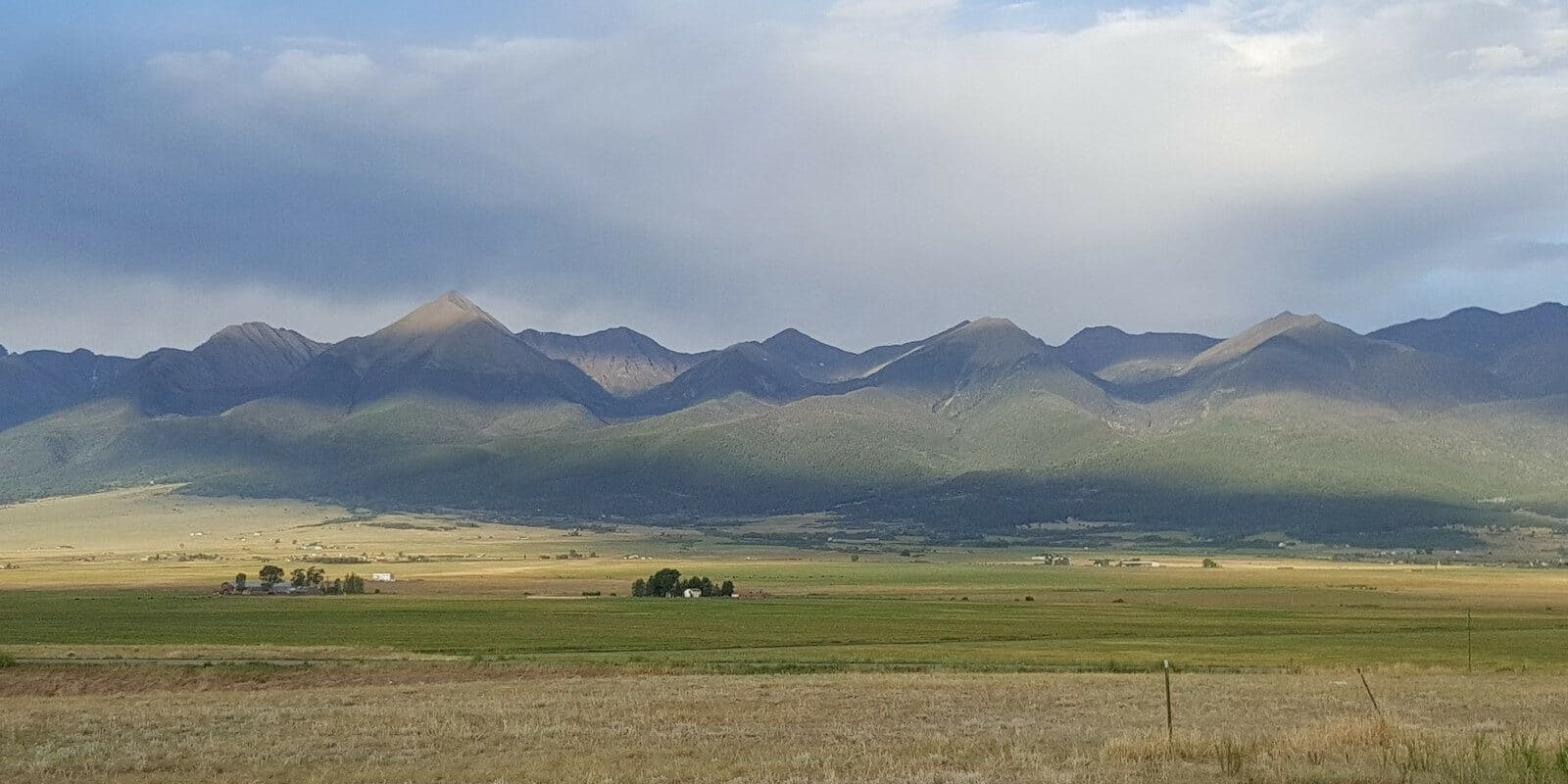 Image of the mountains in the Bluff and Summit Park in Westcliffe, Colorado