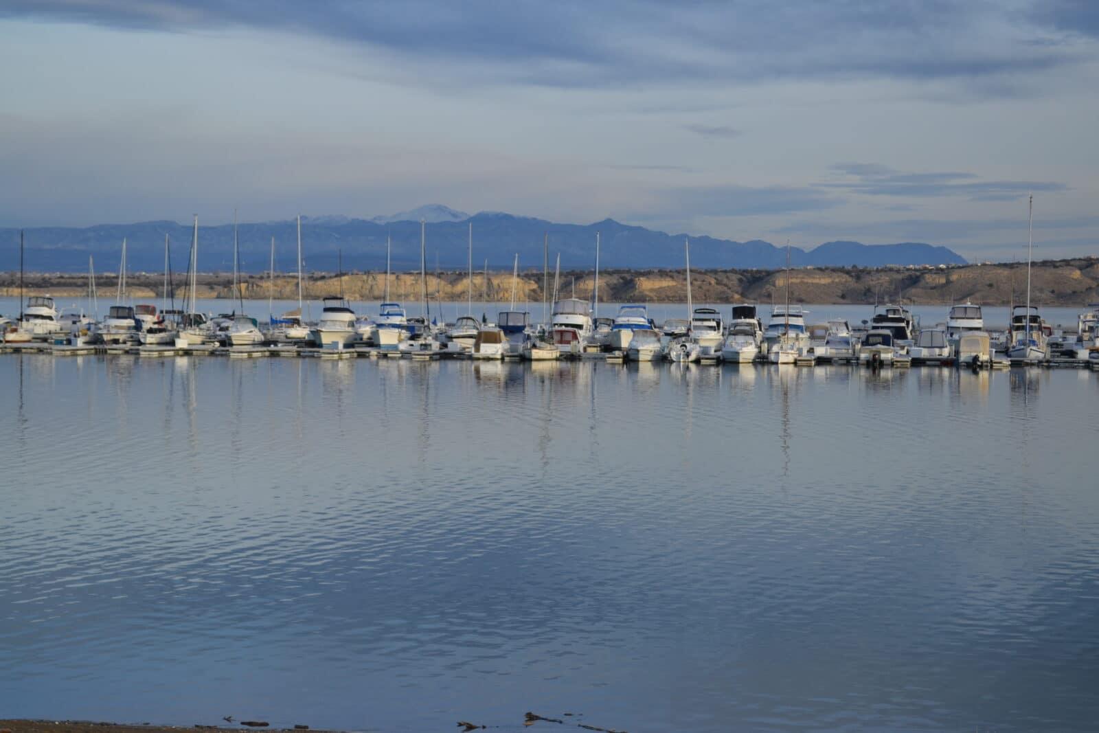 Kapal di Waduk Pueblo, CO