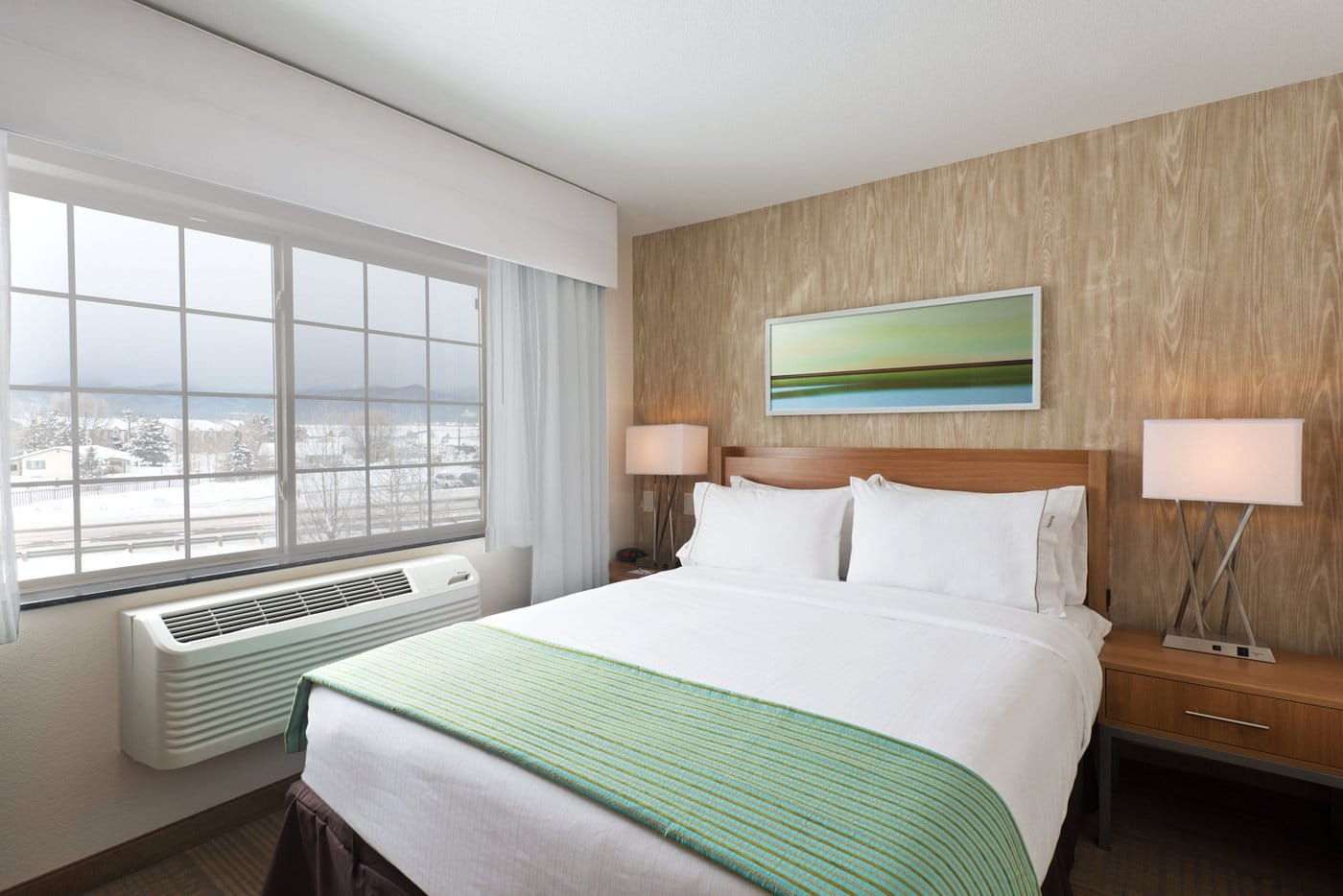 image of queen suite holiday inn