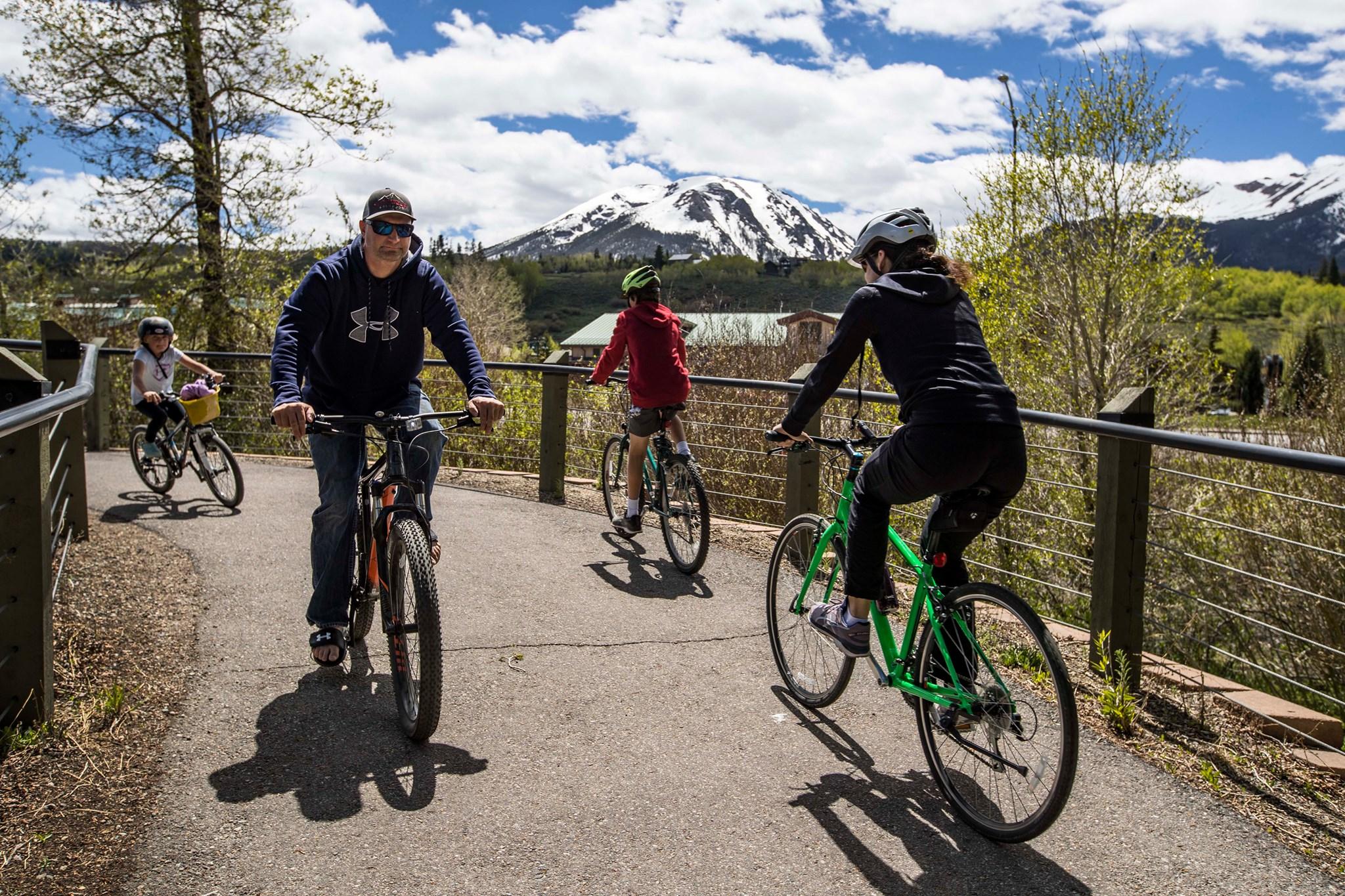 image of biking in silverthorne