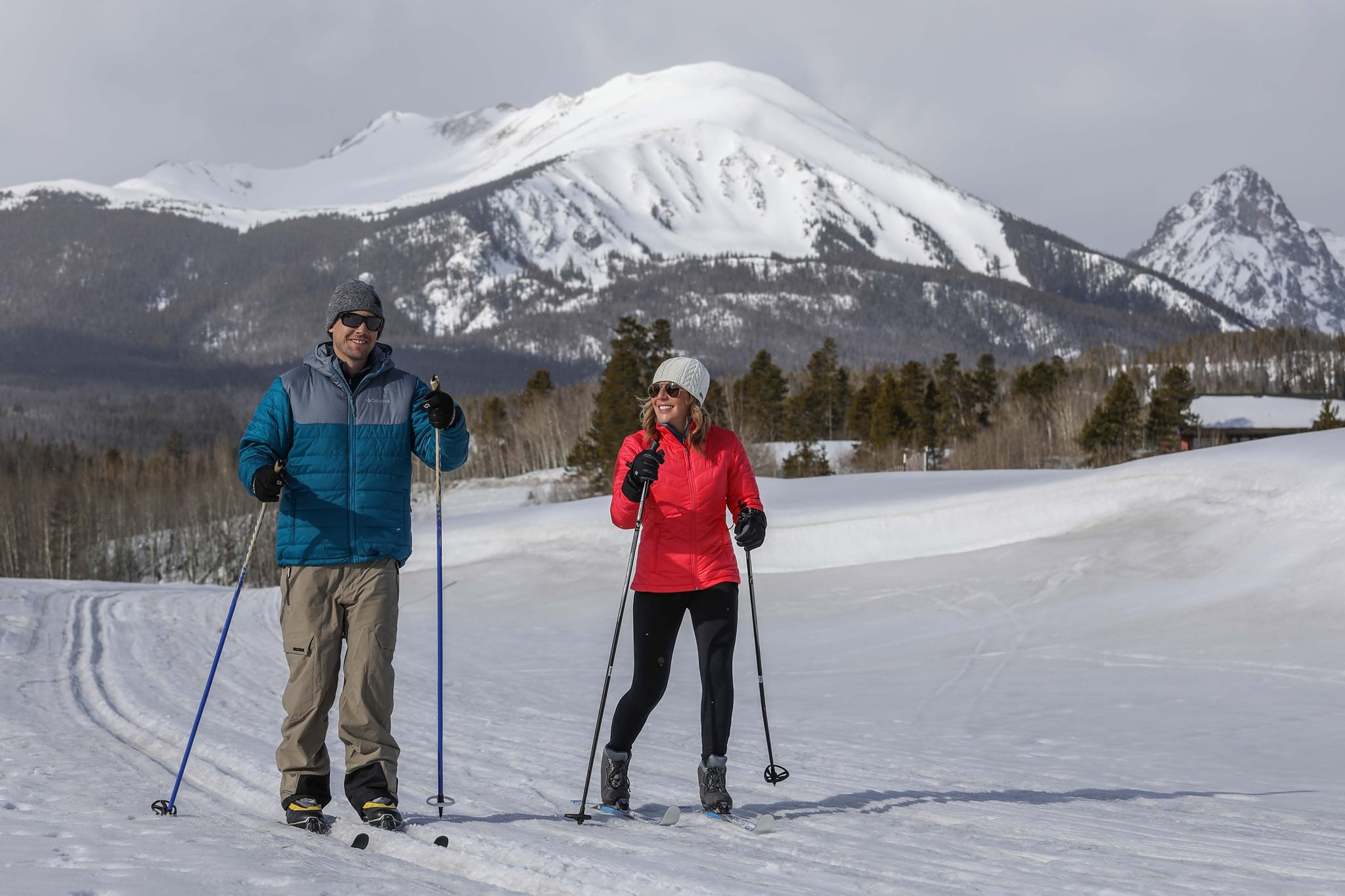 image of people cross country skiing in Silverthorne