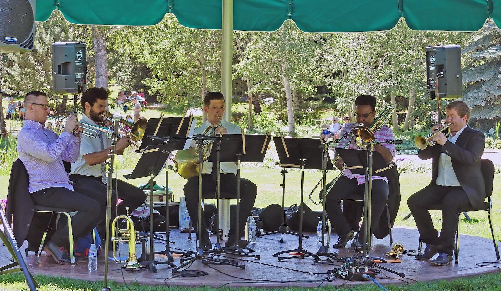 Gambar pertunjukan musik di Music on the Green di Steamboat Springs, Colorado