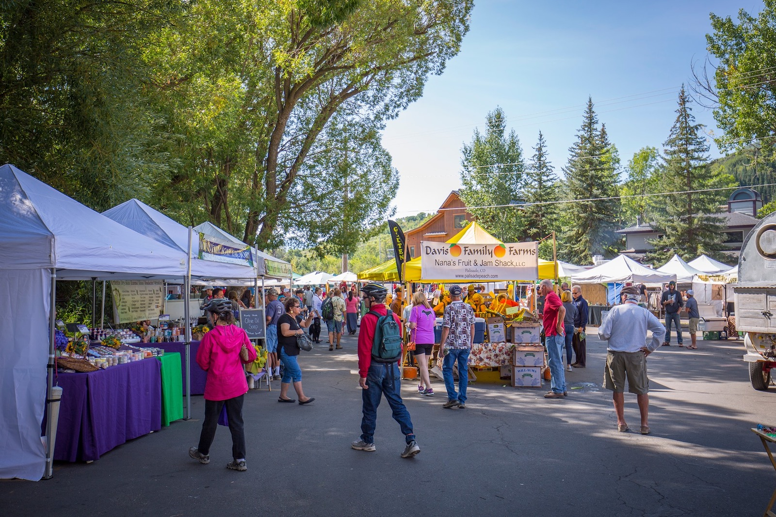 Gambar orang di Steamboat Springs Farmer's Market di Colorado