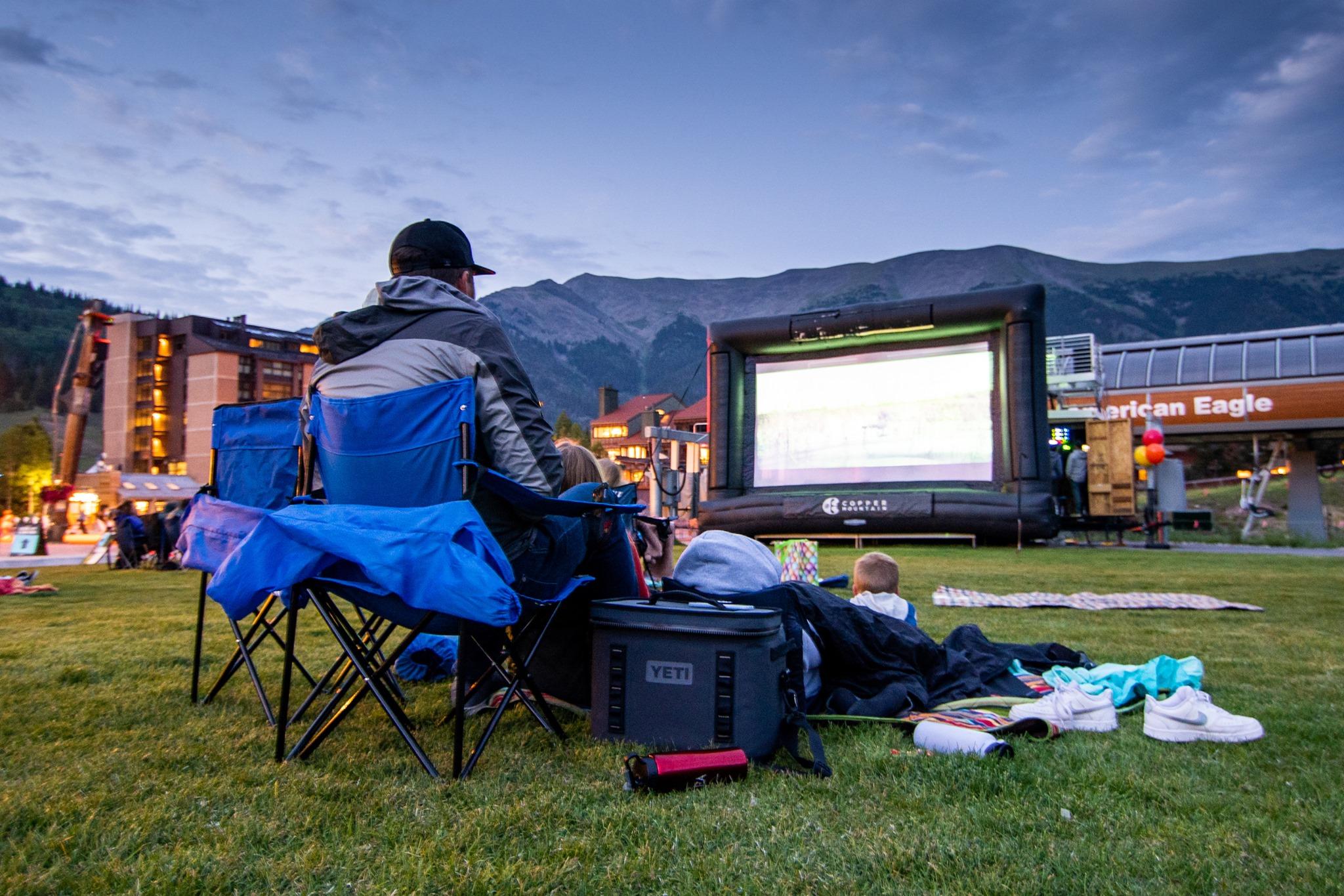 gambar malam film di gunung tembaga