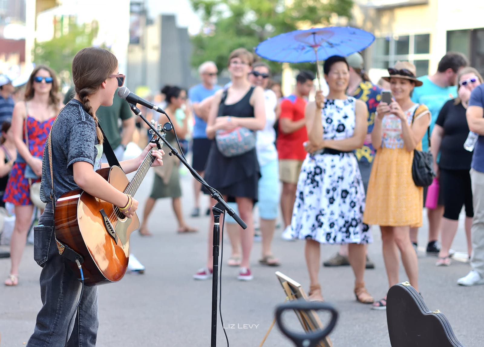 Image of people watching a musician at the Art District on Santa Fe in Denver, Colorado