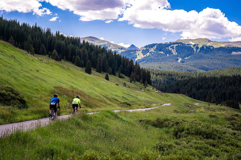 gambar bersepeda di gunung tembaga