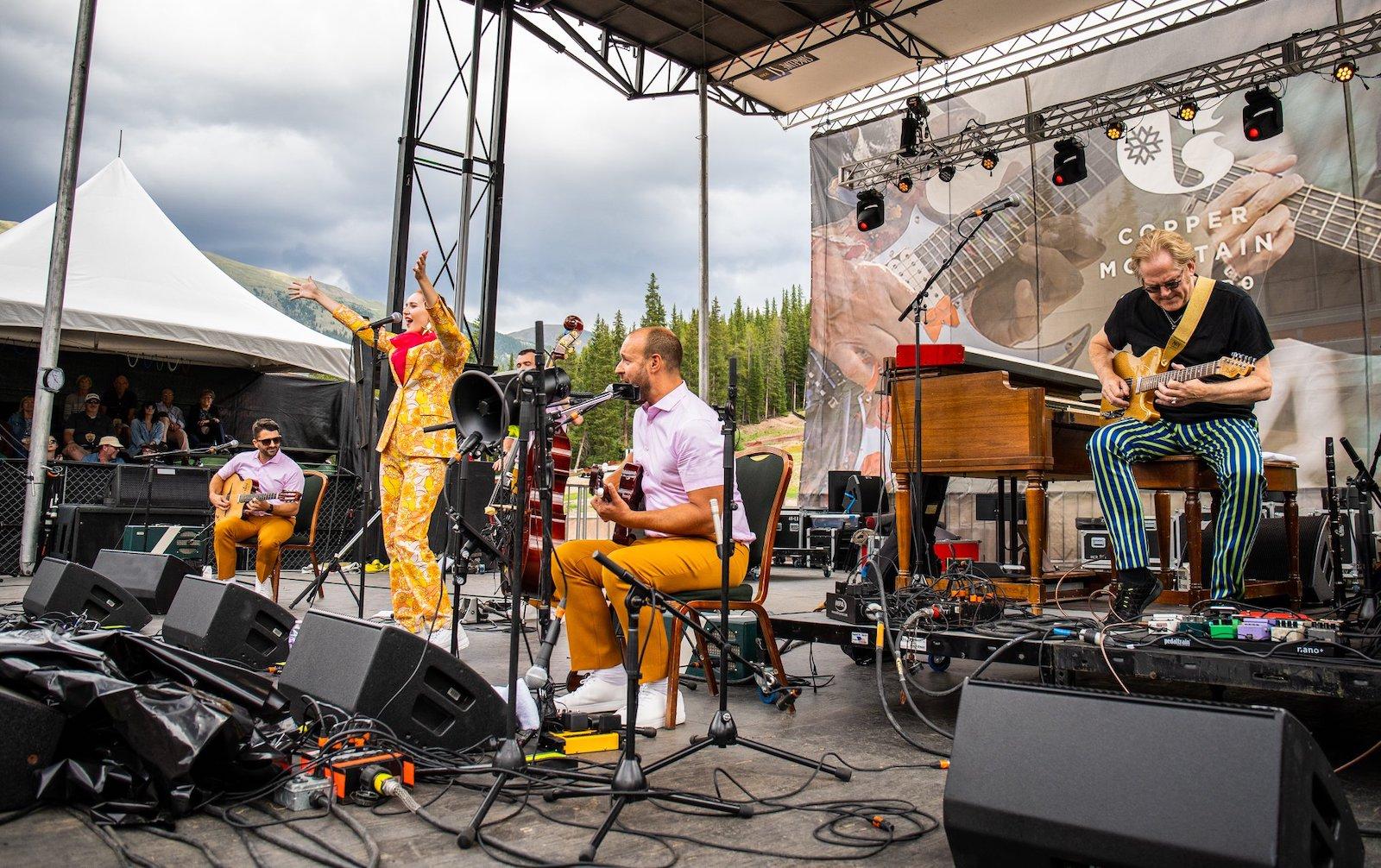 Gambar pertunjukan musik langsung di Copper Mountain, Colorado