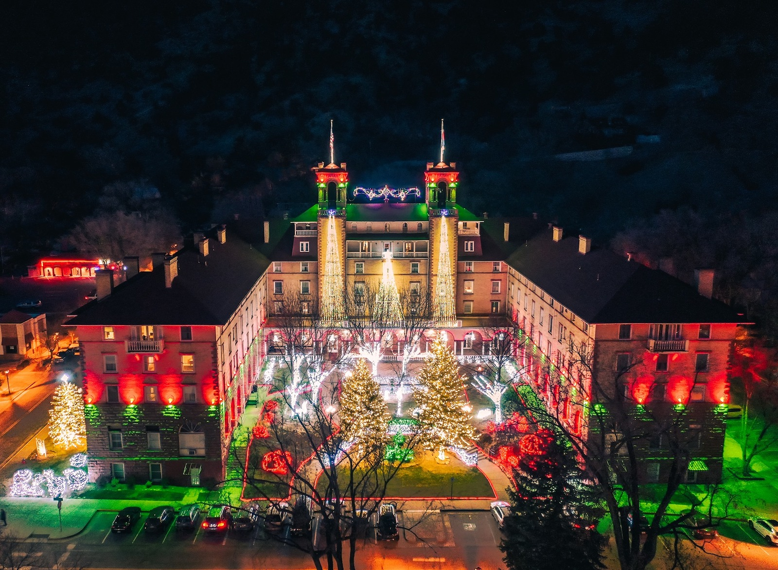 Image of the Hotel Colorado illuminated with holiday lights