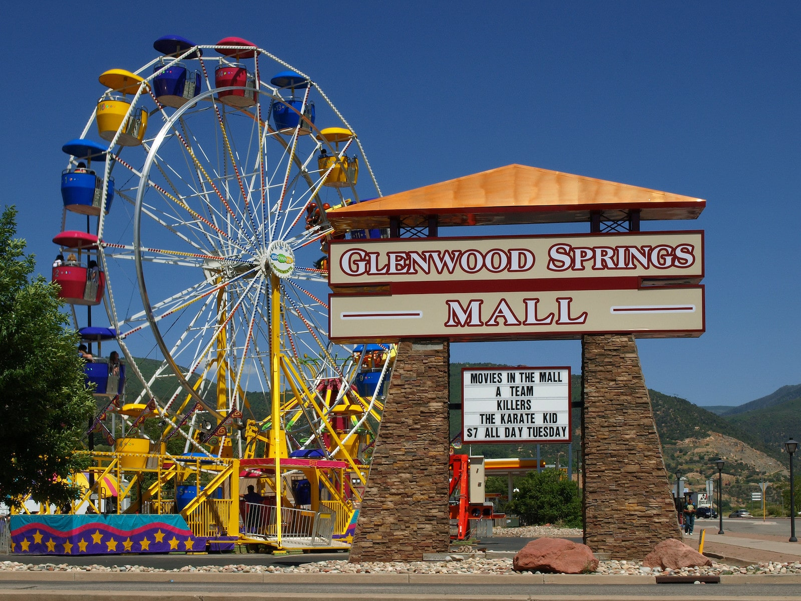 Image of the Strawberry Days carnival in Glenwood Springs, Colorado