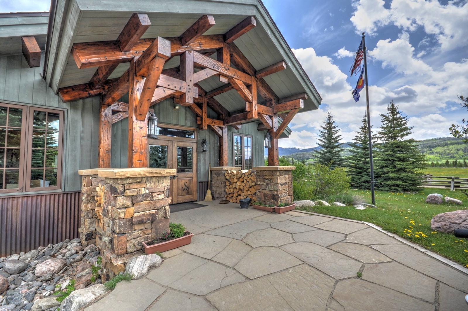 Image of a building at Vista Verde Ranch in Clark, Colorado