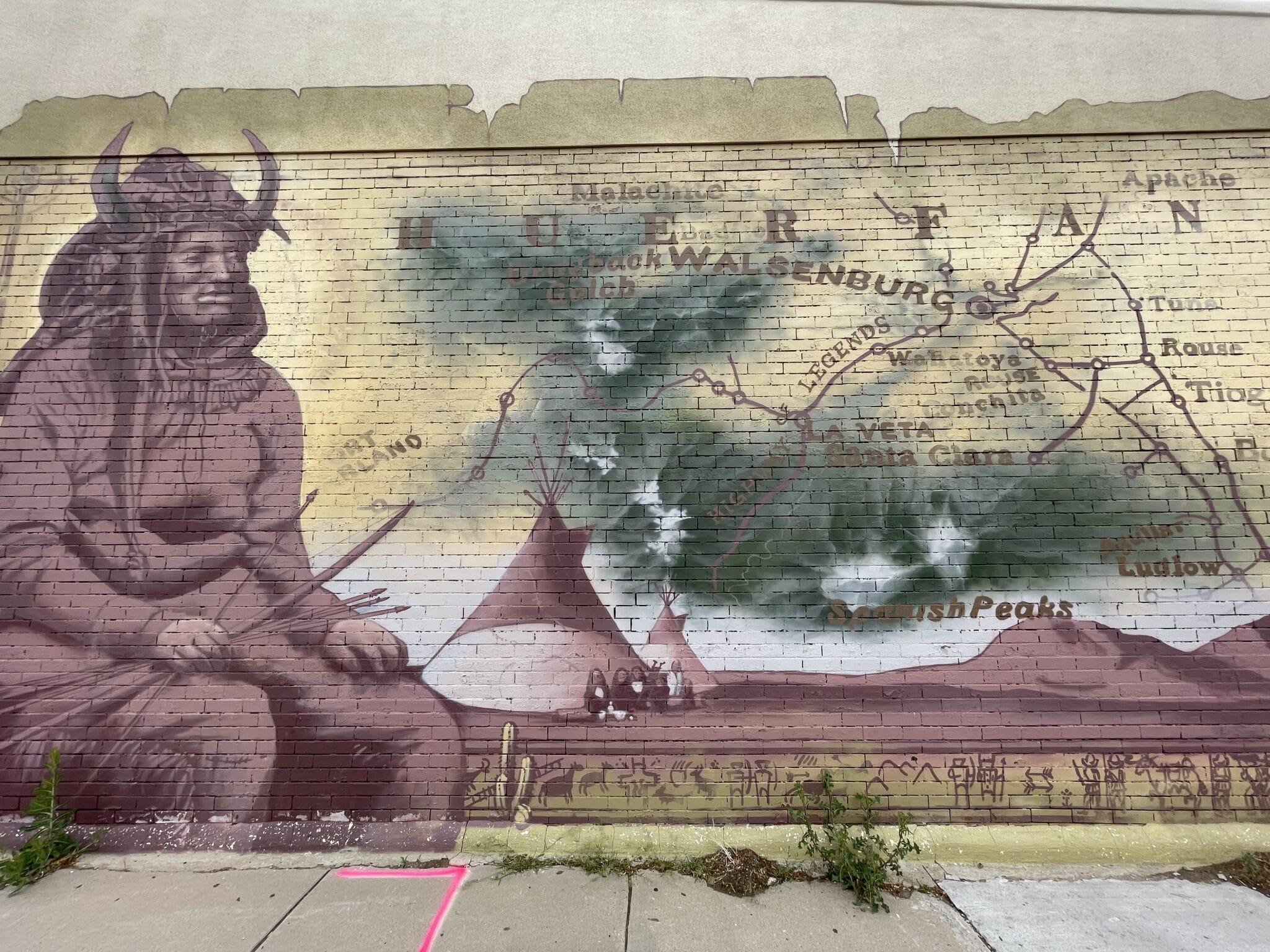 gambar mural di pusat kota walsenburg