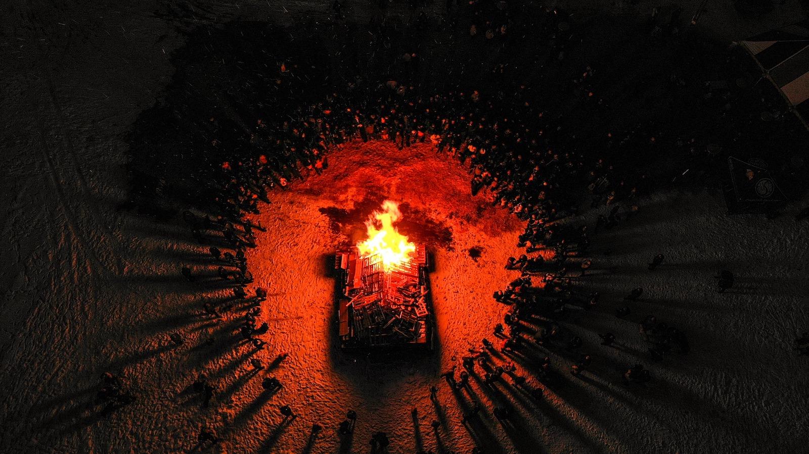 Gambar api unggun pada malam Winterfest di Pagosa Springs, Colorado