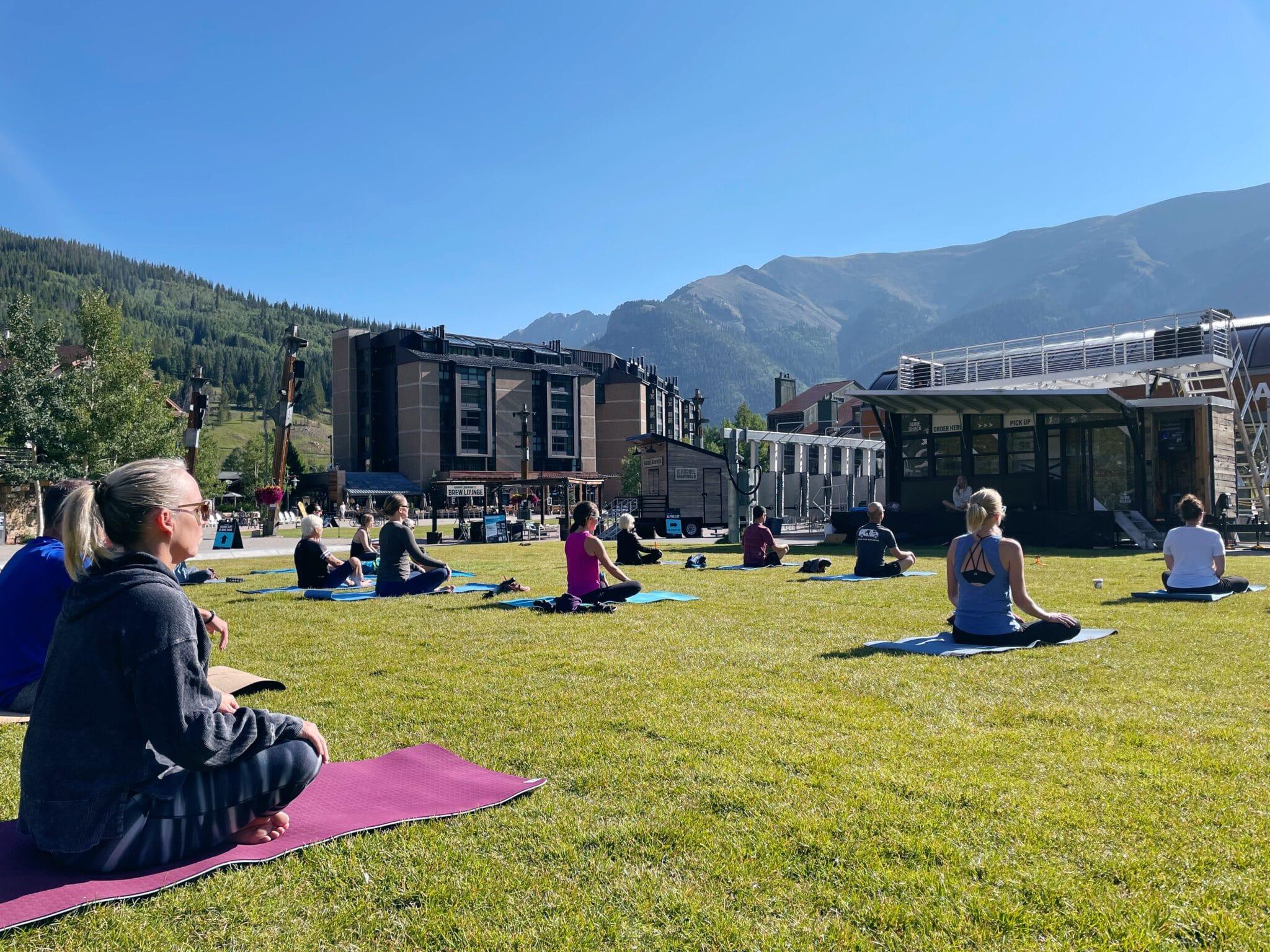 gambar yoga gratis di taman gunung tembaga