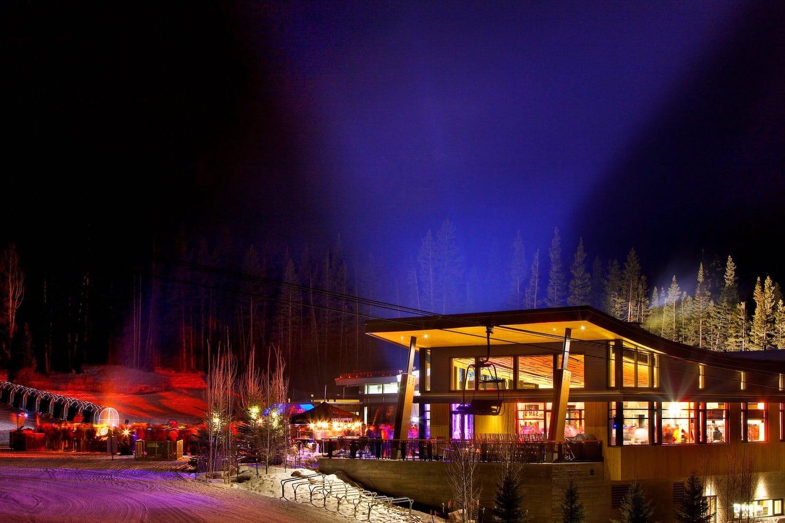 Gambar Aspen Snowmass di Colorado pada malam hari