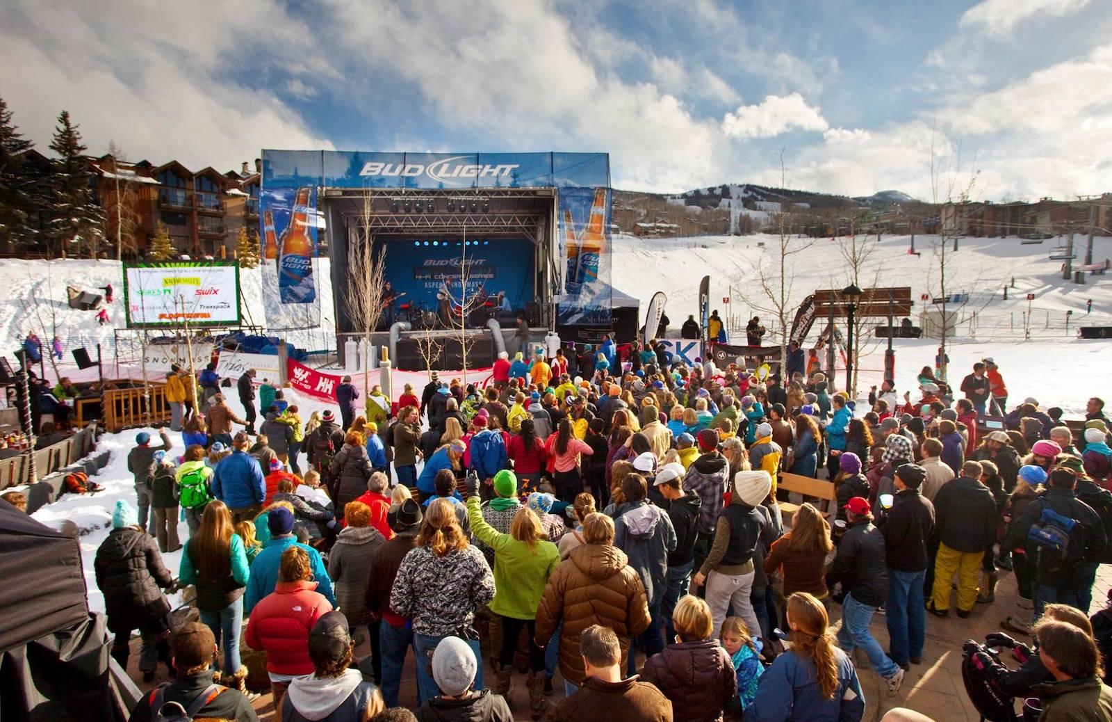 Gambar orang di Konser Bud Light Hi Fi di Aspen Snowmass, Colorado
