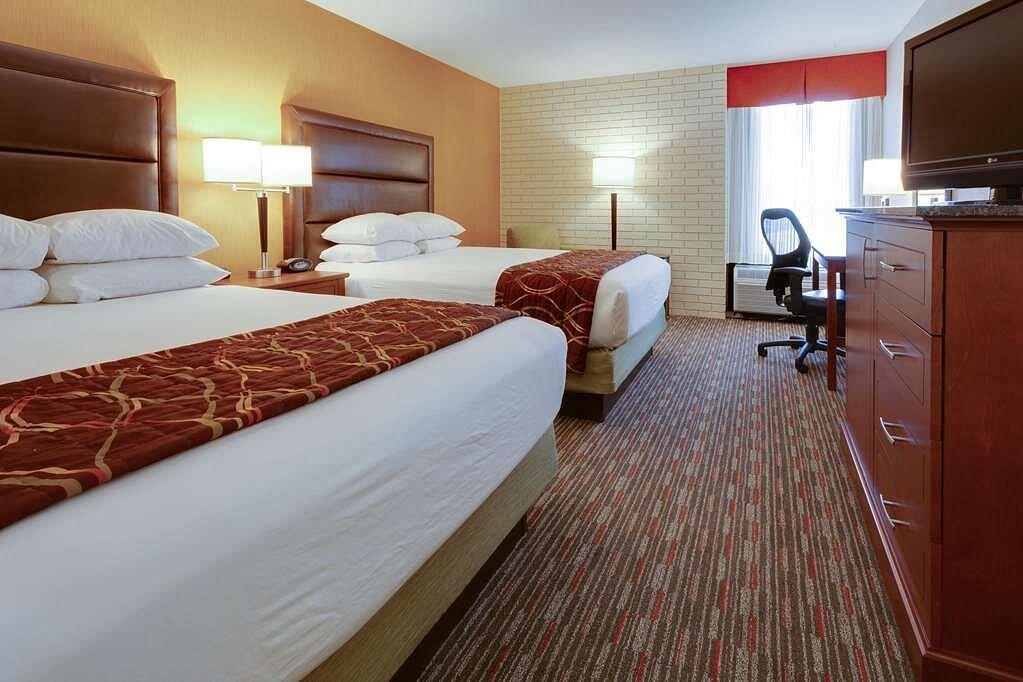 guestroom at drury inn and suites englewood