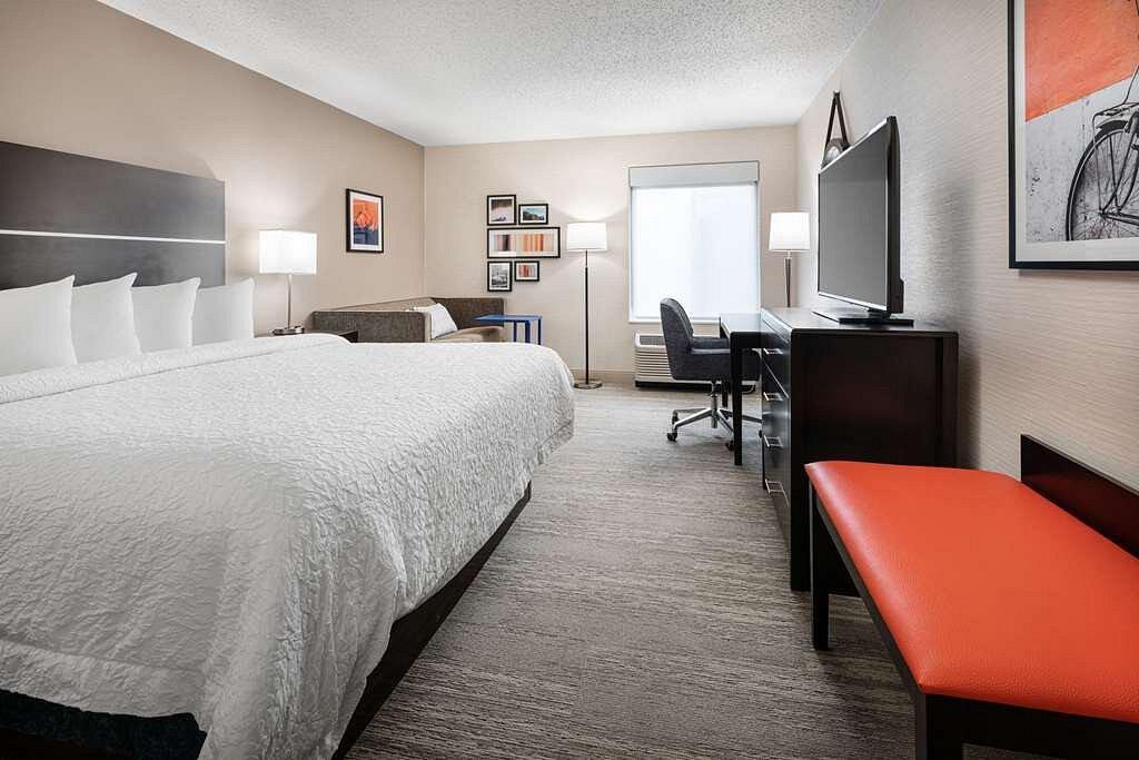 guest room hampton inn louisville