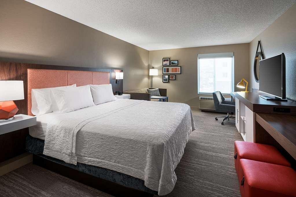 guest room at hampton inn near red rocks