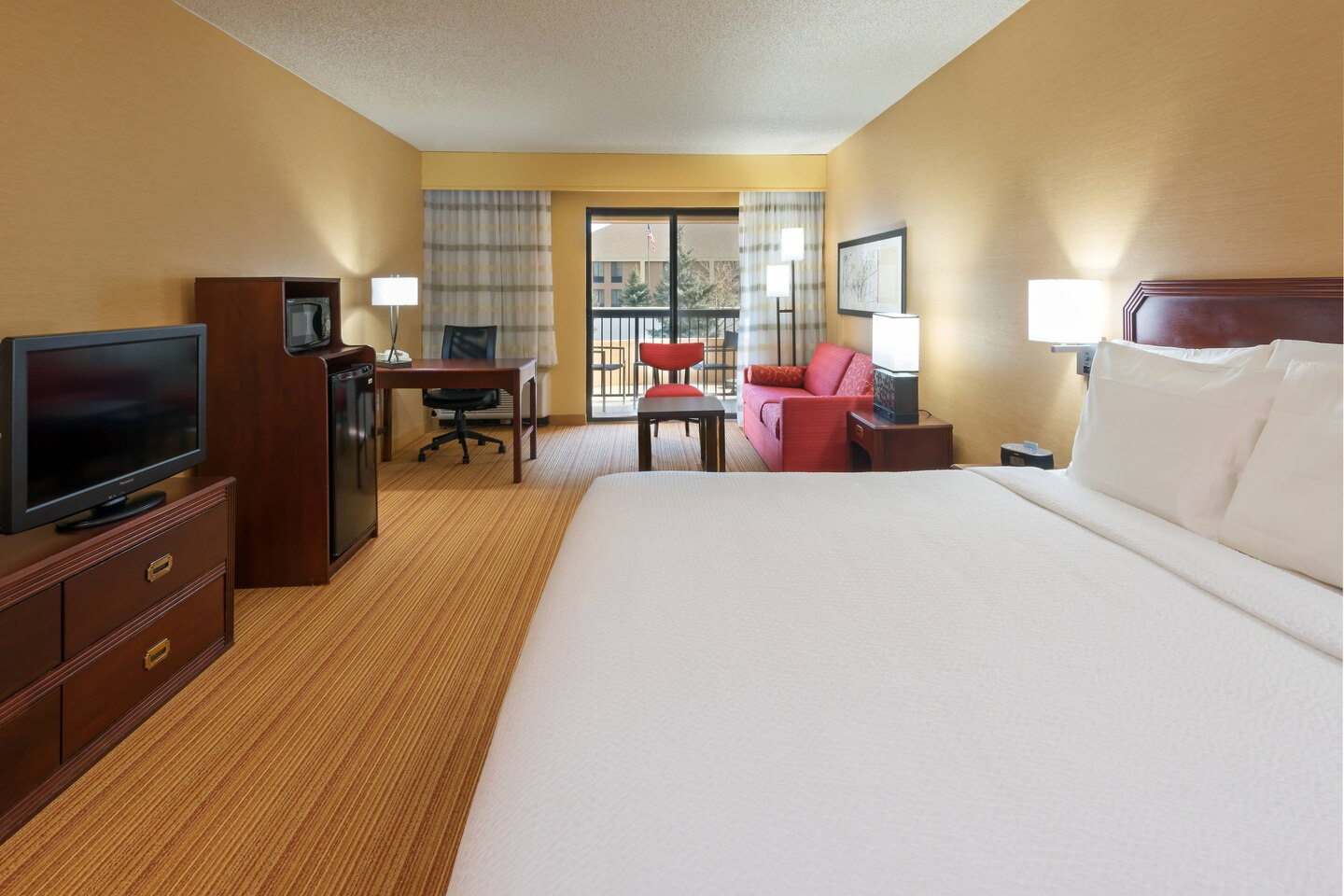 large king room at courtyard marriott louisville