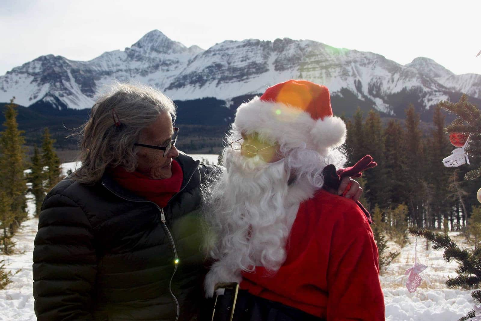 Image of Santa and Mrs. Claus with the mountains in the background in Telluride, Colorado