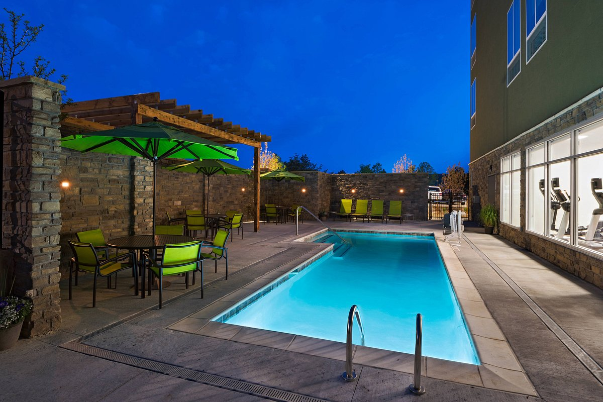 outdoor pool at springhill suites near red rocks
