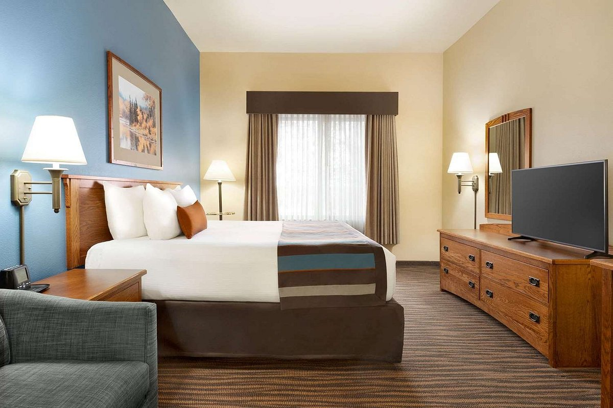 guest room at wingate by wyndham Greenwood Village