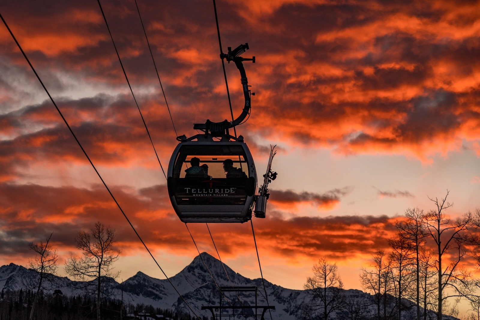 Image of the free Telluride gondola at sunset in Colorado