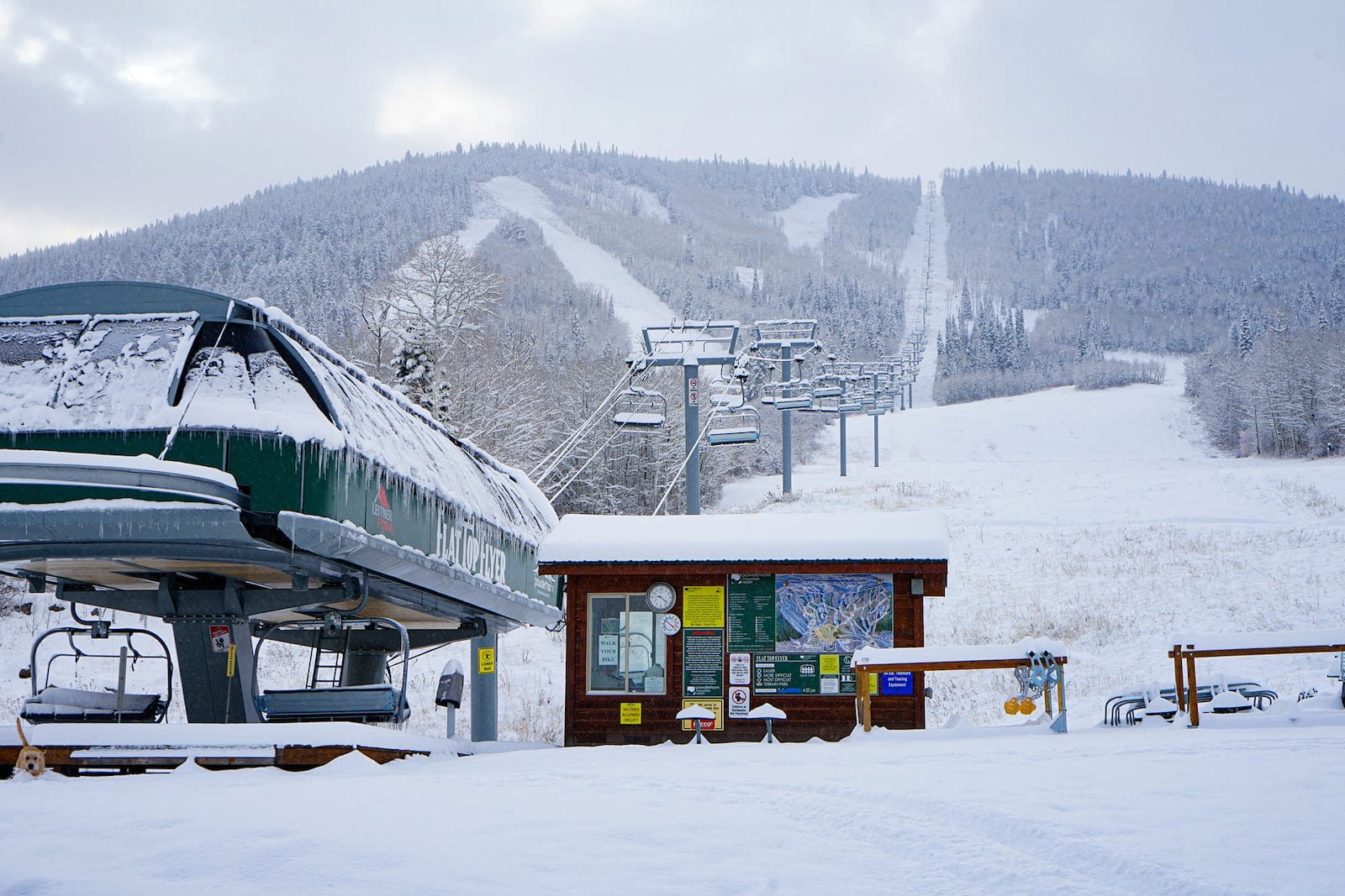 Image of the Flat Top Flyer chairlift at Powderhorn Resort in Mesa, Colorado